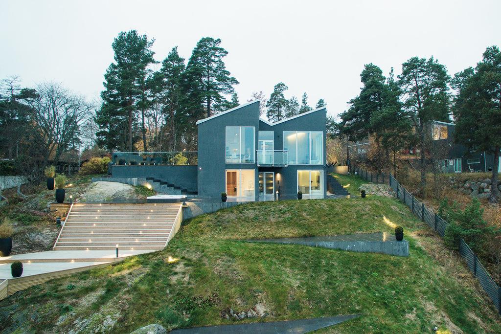Căn Villa hiện đại có tầm nhìn đẹp ra biển - Ảnh 01