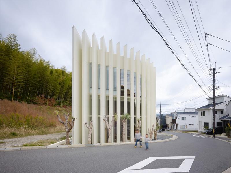 Kiến trúc nhà ống với thiết kế hình nan quạt - Ảnh 01