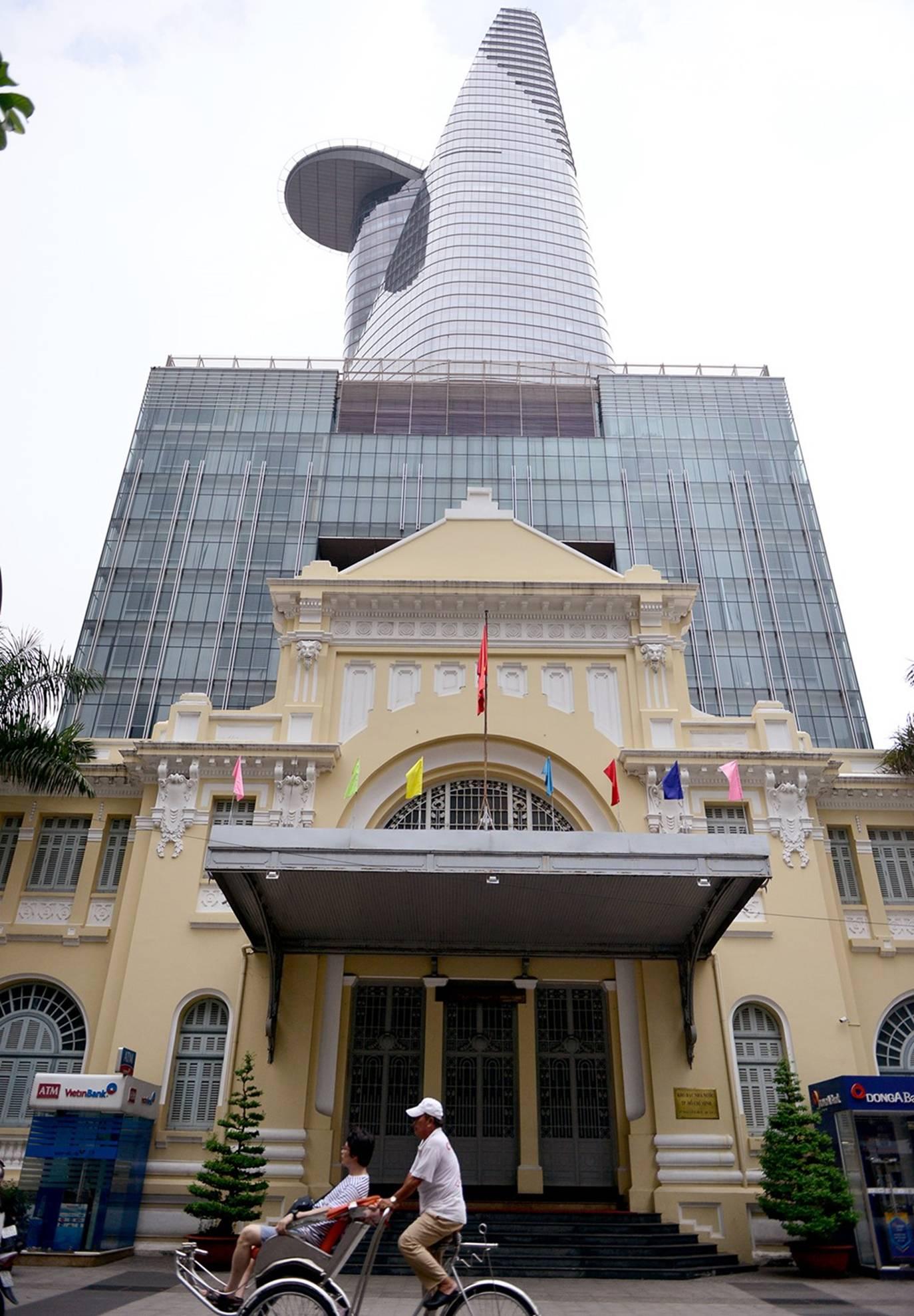 Ấn tượng nét kiến trúc phố đi bộ Nguyễn Huệ.04