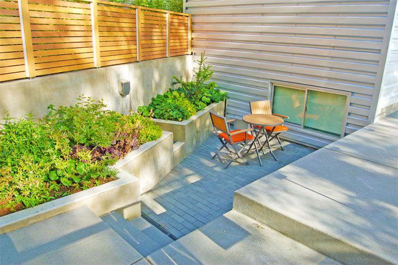 Làm đẹp khu vườn bằng những khối hình bê tông.4