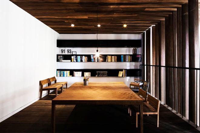 Mộc mạc với kiến trúc nhà ống ốp bằng gỗ - Ảnh 04