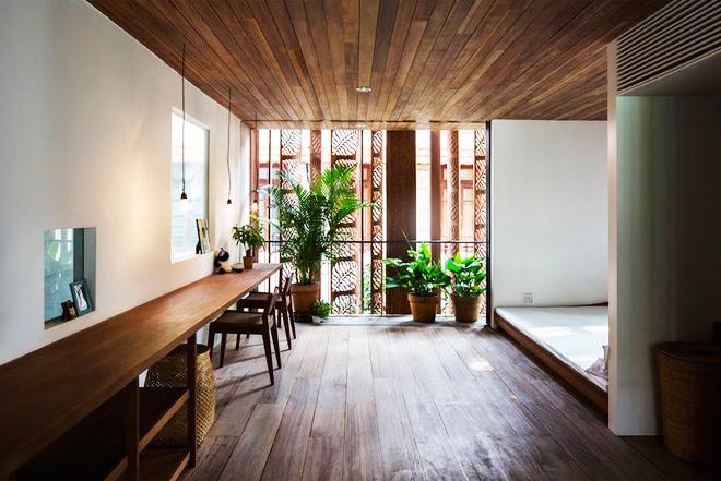 Mộc mạc với kiến trúc nhà ống ốp bằng gỗ - Ảnh 05