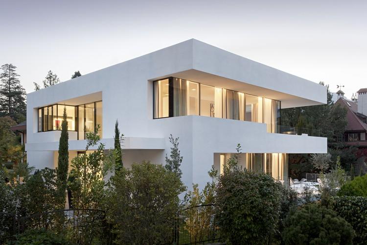 Thiết kế kiến trúc biệt thự thanh lịch với màu trắng chủ đạo - Hình ảnh kiến trúc 03