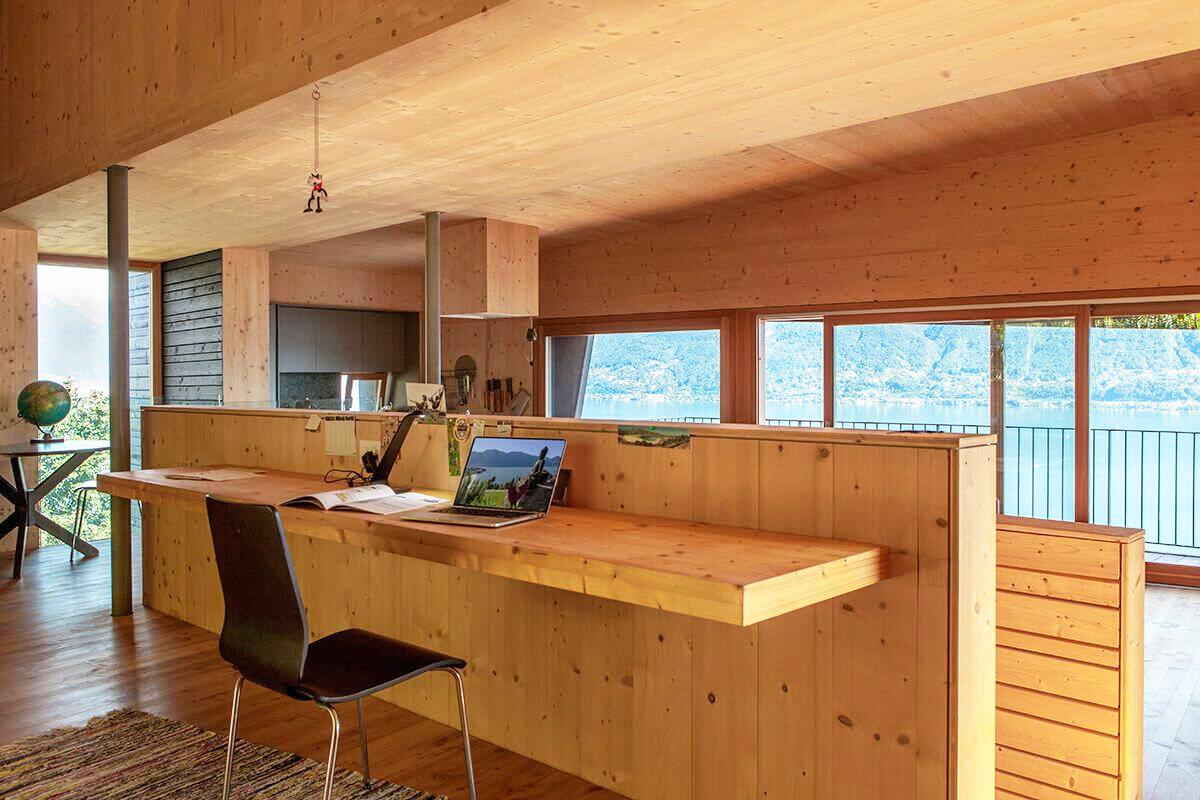 Kiến trúc nhà đẹp hiện đại 2 tầng có góc nhìn đẹp ra hồ - Ảnh 05