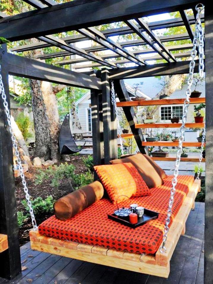 Trang trí góc thư giãn sân vườn với ghế sofa.3