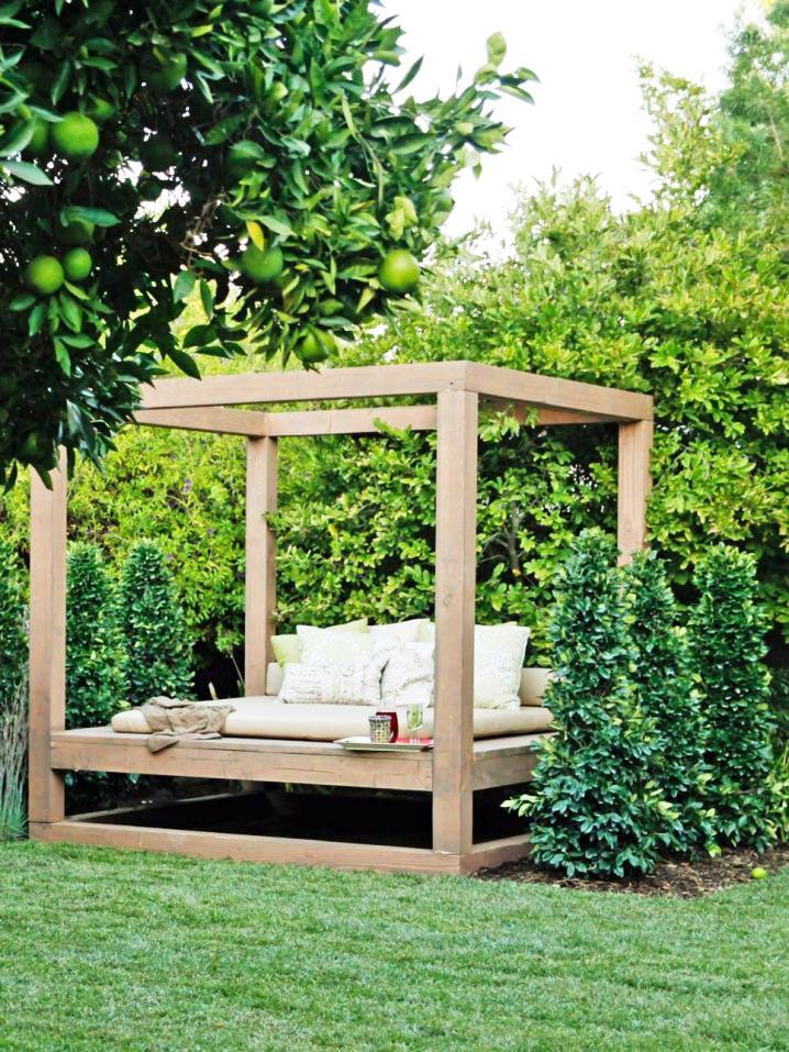 Trang trí góc thư giãn sân vườn với ghế sofa.5