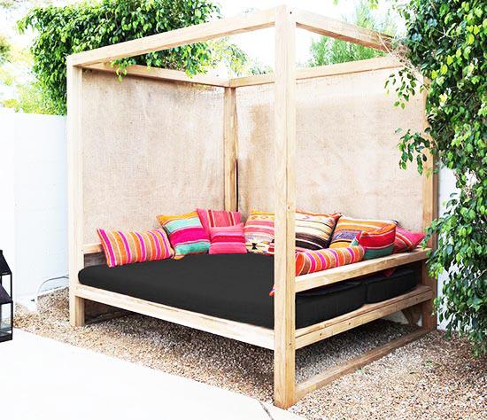 Trang trí góc thư giãn sân vườn với ghế sofa.7