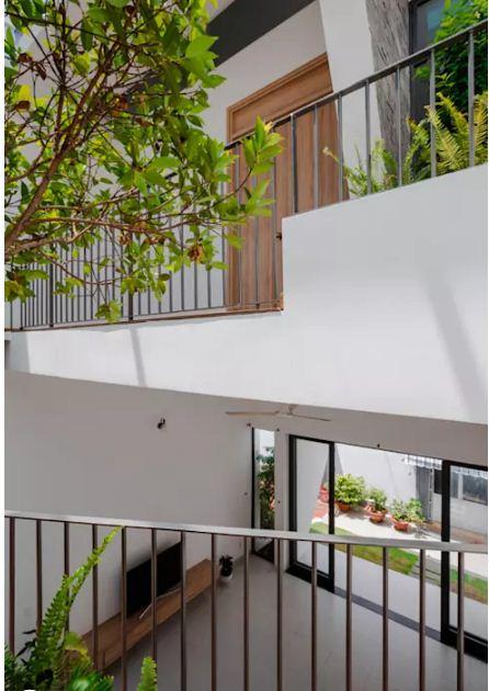 Nhà lệch tầng lấy sáng với thiết kế độc đáo. 6