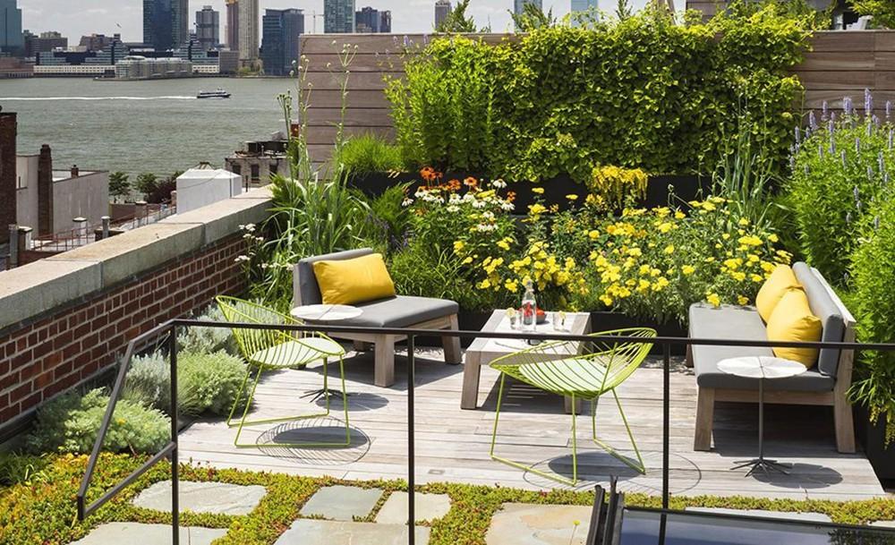 Vườn sân thượng đầy hoa - Thiết kế nhà biệt thự