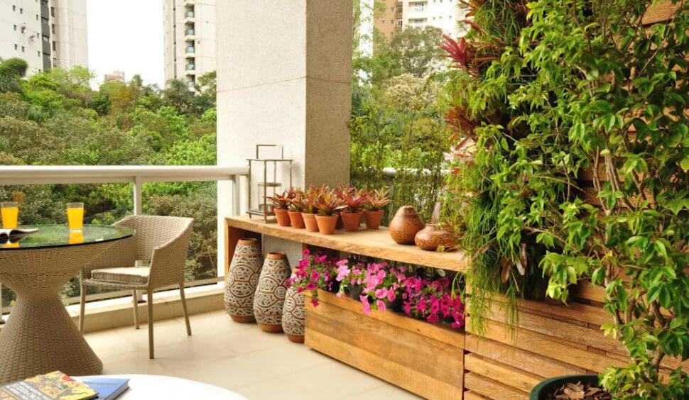 Vườn sân thượng với những chậu gốm nhỏ xinh- Thiết kế nhà biệt thự