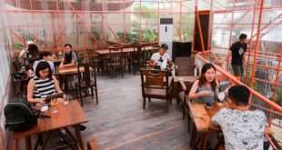 Độc đáo quán cafe làm từ giàn giáo. 1