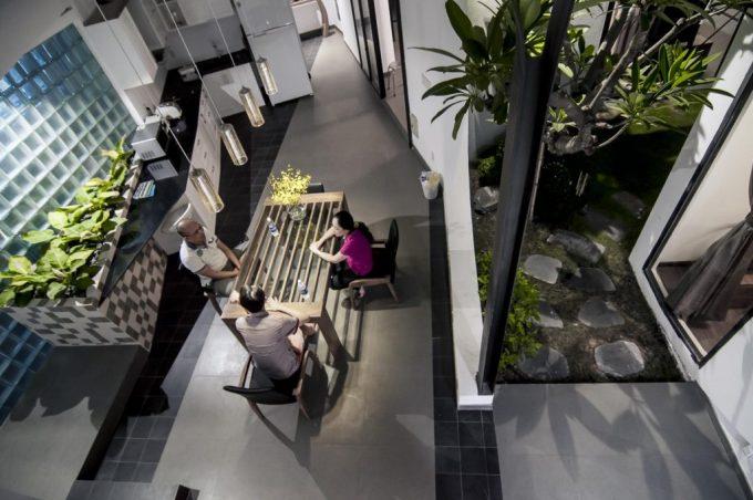 Thiết kế và cải tạo lại dãy phòng trọ thành kiến trúc nhà phố với không gian xanh