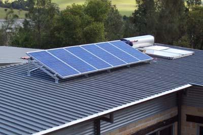 Sử dụng bình nước nóng năng lượng mặt trời cho kiến trúc xanh trong thiết kế nhà phố